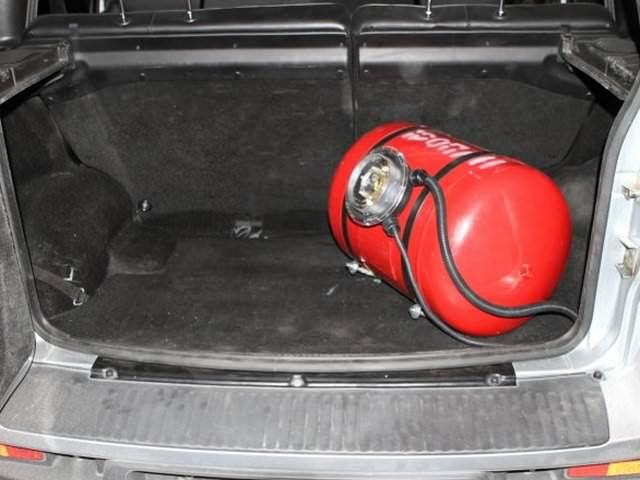 Газовый баллон 55л в багажнике Нивы шевроле