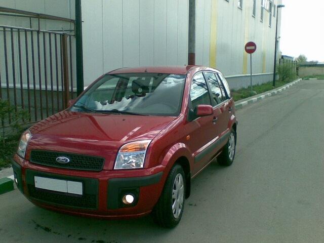 Красный Форд Фьюжн
